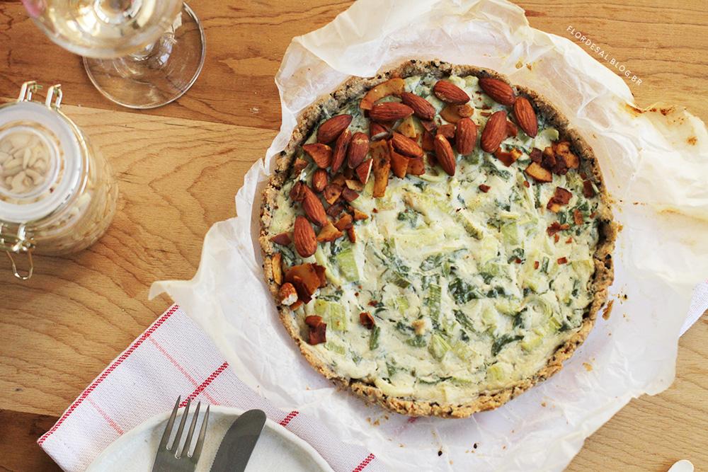 Quiche Vegana de Alho Poró, Espinafre e Bacon – Cremosa e Fácil de fazer :)